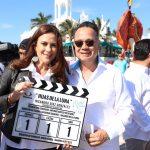"""Rosy Fuentes de Ordaz y Nicandro Díaz dan claquetazo de """"Hijas de la luna"""" en Mazatlán"""