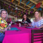 Restaurante El Guayabo consintió a todas las mujeres en su día