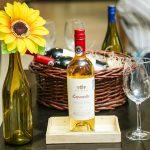 Vinoteca ofrece juevesitos de cata a sus clientes
