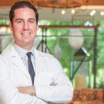 Dr. Oscar Eduardo Flores Woods, Cirujano Plástico, Estético y Reconstructivo