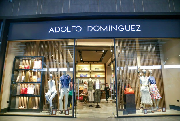 Adolfo dom nguez consinti a sus clientes revista gente for Adolfo dominguez atencion al cliente