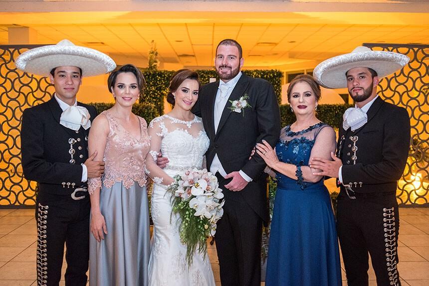 Jose Ibarra, Iliana Ibarra, María Dolores López y Jesús Ibarra compartieron la felicidad de los enamorados