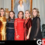 Calita Bours de Aguirre acompañada por sus hijas