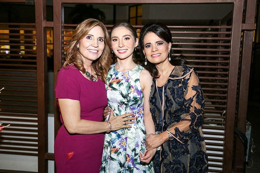Arcelia Angulo de Güémez y María Elisa Malacón de Yáñez, mamá y suegra de la novia respectivamente