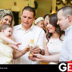 Papás y padrinos unidos por la luz de Dios