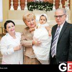 Irma Gutiérrez, Laura Patiño de Coronel y Juan Manuel Coronel al lado de su nietecita