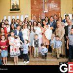 La familia Coronel Meneses rodeados por sus seres queridos en el bautizo de Elena