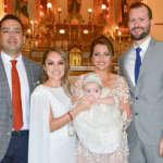 Recibe la bendición de Dios al ser bautizada Lucía Cortés Sánchez